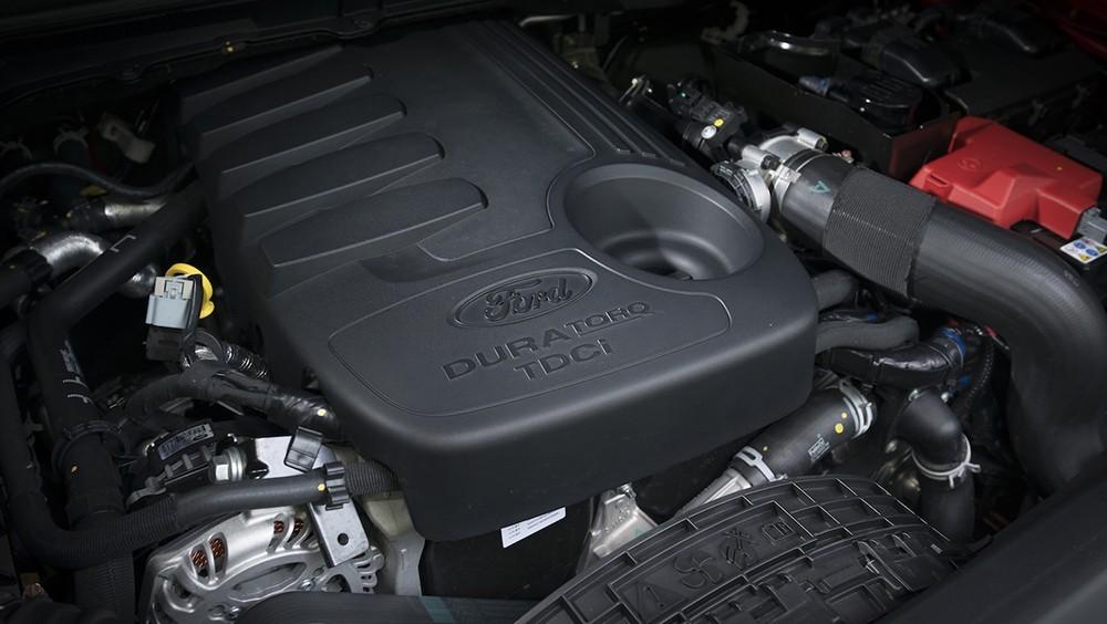 động cơ của Toyota Fortuner 2017 và Ford Everest 2016
