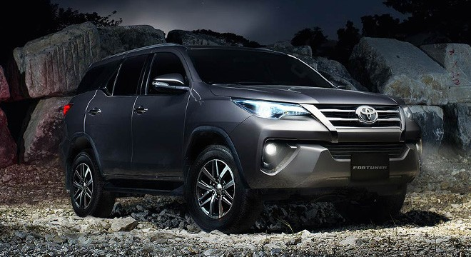Cuộc chiến giữa Toyota Fortuner 2017 và Ford Everest 2016