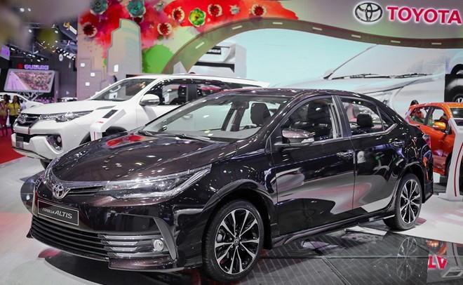 thiết kế thân xe Toyota Corolla Altis 2017 và Kia Cerato 2017