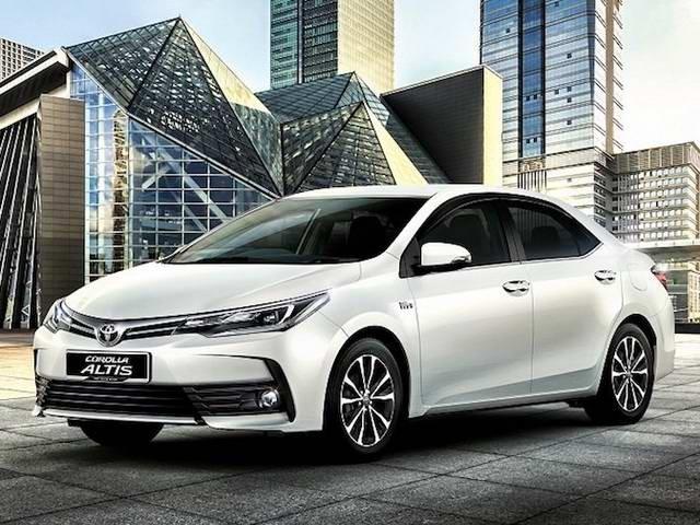 thiết kế ngoại thất của xe Toyota Corolla Altis 2017 và Kia Cerato 2017