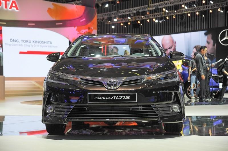 đầu xe Toyota Corolla Altis 2017 và Kia Cerato 2017