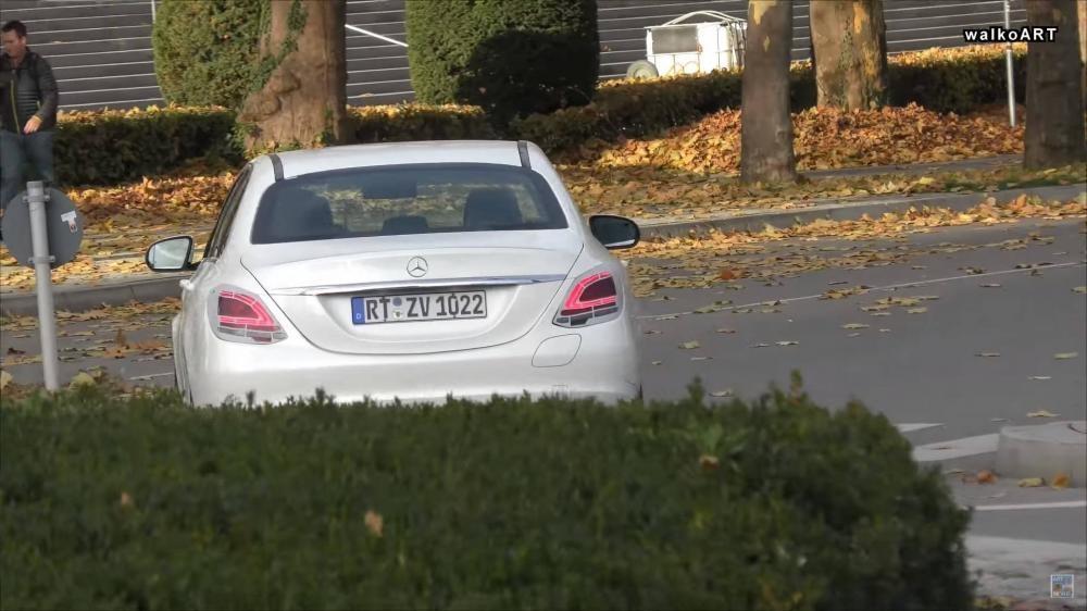 Mercedes C-Class mới - Đuôi xe