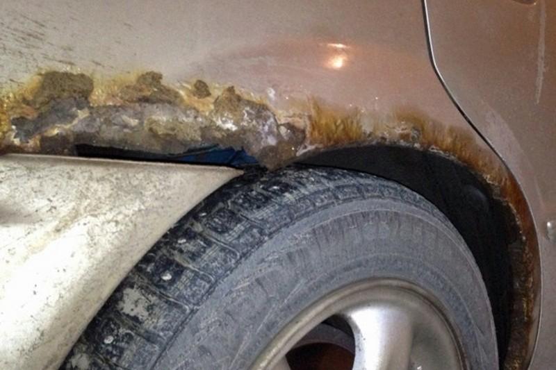 Vết gỉ sét trên xe ảnh hưởng đến giá bán lại của ô tô
