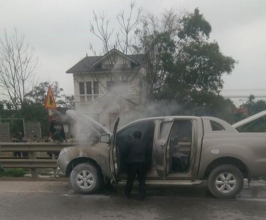 Xe bán tải Mazda BT-50 bất ngờ bốc chạy tại Hà Tĩnh