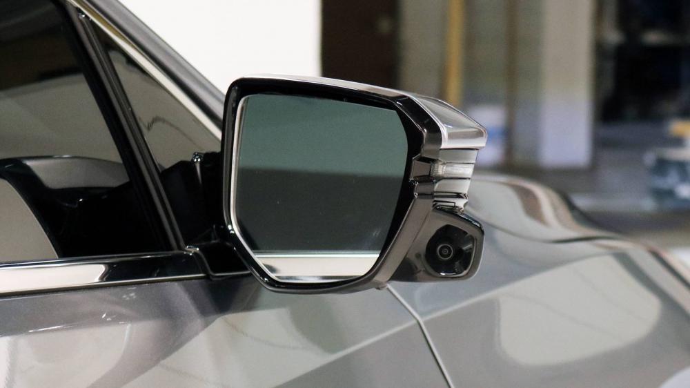 Gương chiếu hậu tích hợp camera của Honda Insight 2019