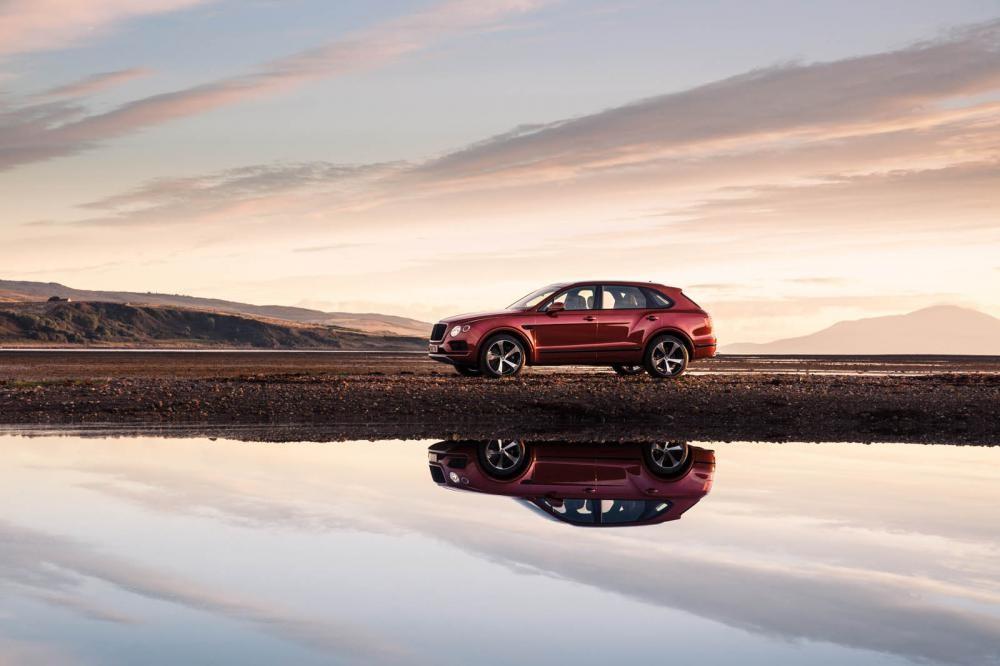 Bentley Bentayga V8 nhìn từ phía xa