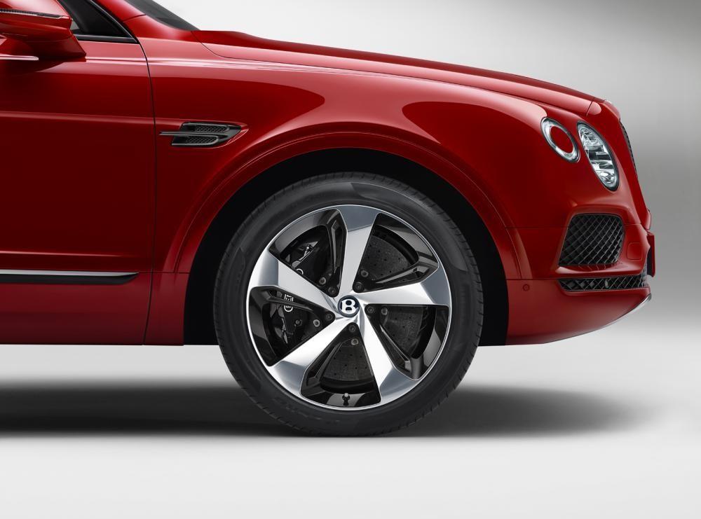 Cận cảnh bộ vành và phanh của Bentley Bentayga V8