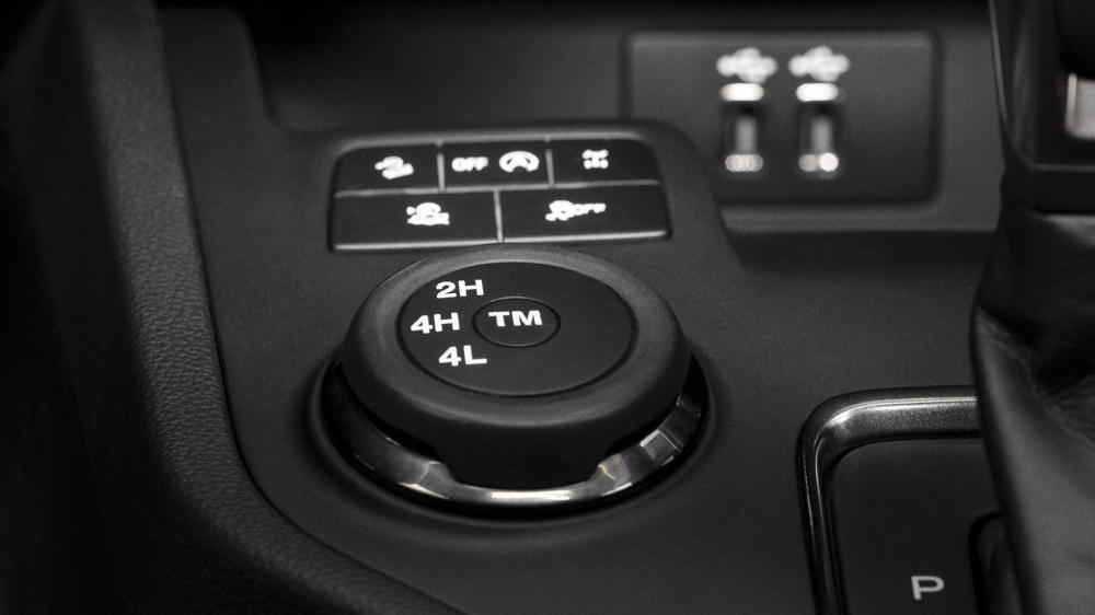Nút chỉnh chế độ của hệ dẫn động 4WD trên Ford Ranger 2019