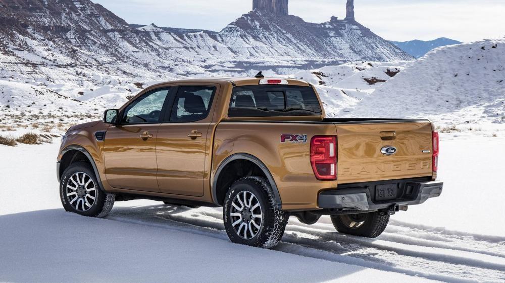 Ford Ranger 2019 chạy trên đường tuyết