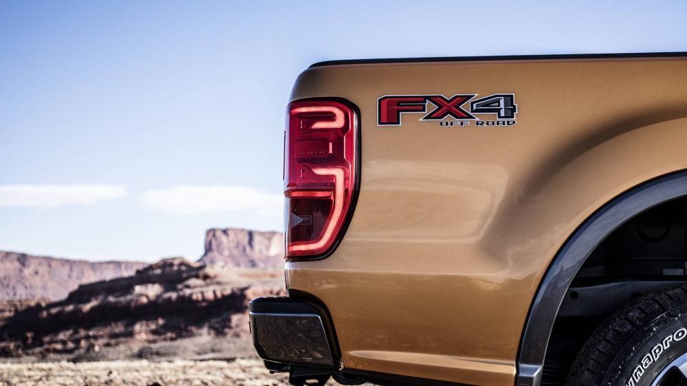 Logo FX4 trên sườn Ford Ranger 2019