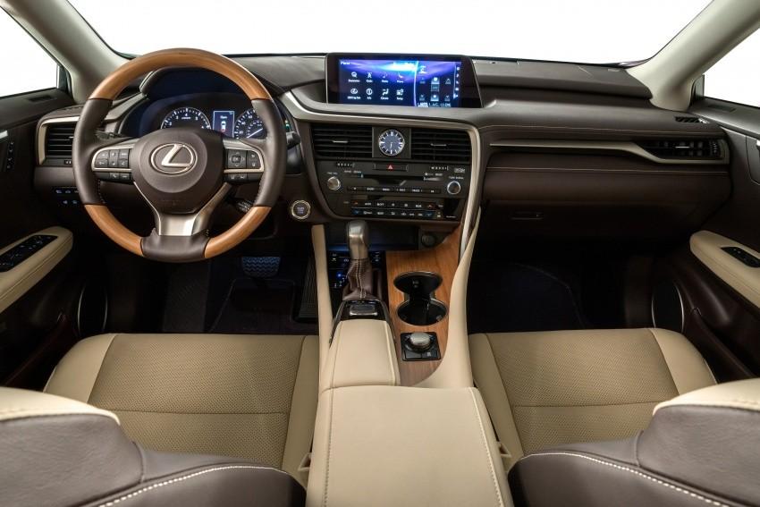 Khoang lái của Lexus RX L 2018