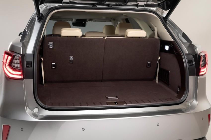 Khoang hành lý của Lexus RX L 2018