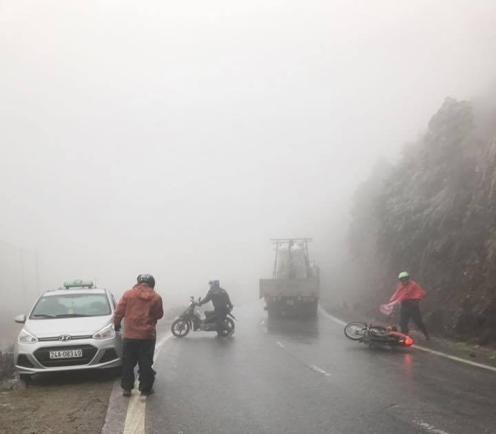 Tài xế nên lái xe như thế nào để vượt qua đoạn đường trơn trượt?