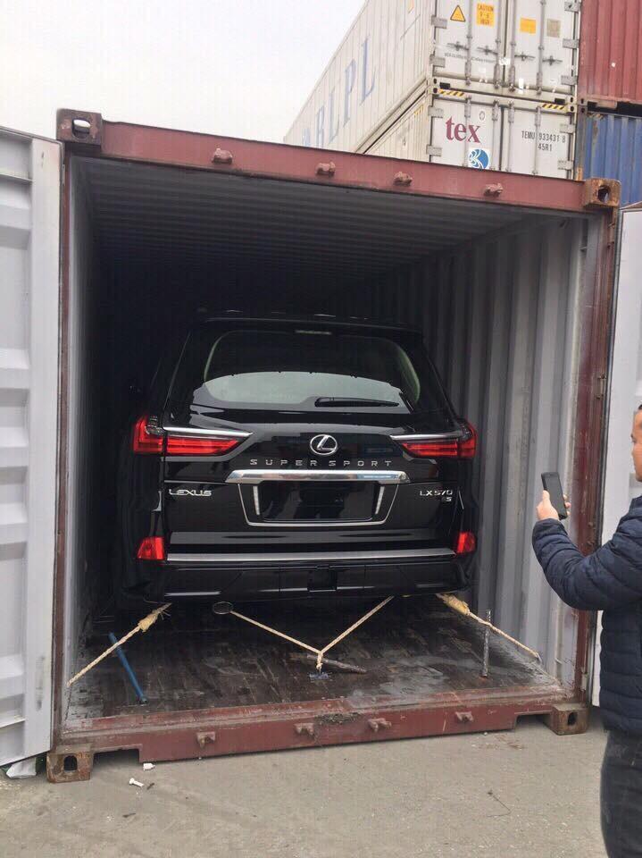 Lexus LX570 Super Sport 2018 tại Việt Nam