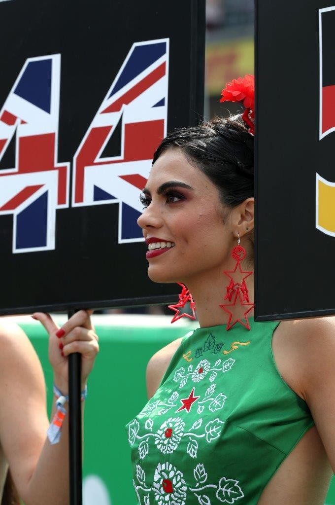 Lần cuối nhìn lại những bức ảnh đẹp nhất về dàn người mẫu đường đua F1 2017 - 22