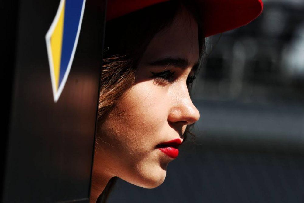 Lần cuối nhìn lại những bức ảnh đẹp nhất về dàn người mẫu đường đua F1 2017 - 28