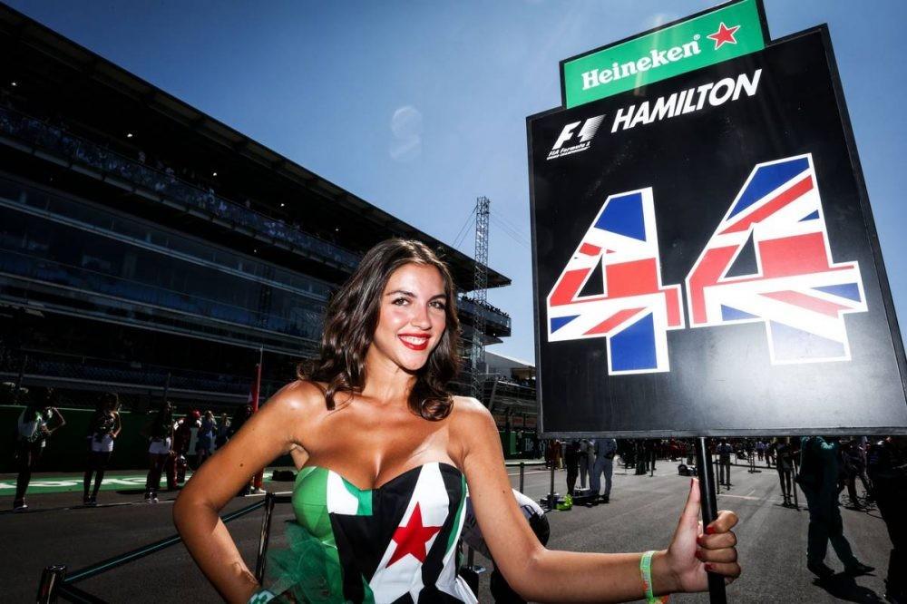 Lần cuối nhìn lại những bức ảnh đẹp nhất về dàn người mẫu đường đua F1 2017 - 18