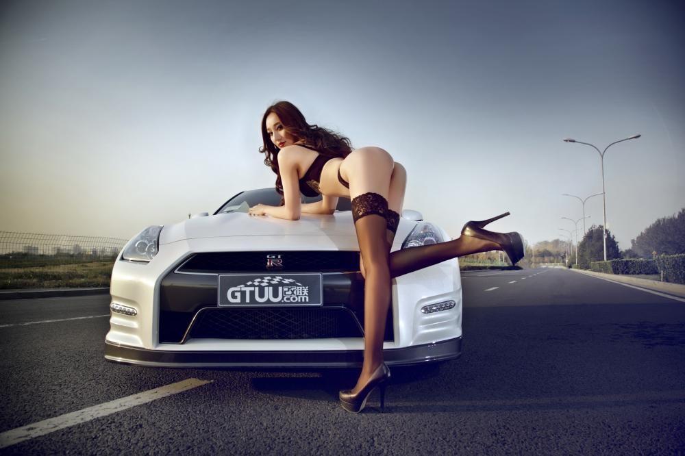 Rửa mắt cuối tuần với người mẫu gợi cảm bên chiếc Nissan GT-R - 4