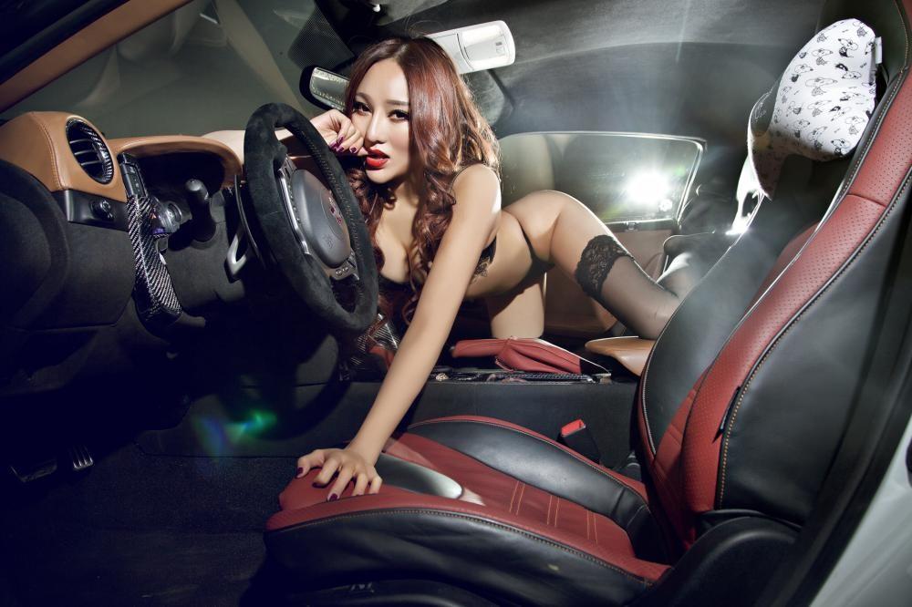 Rửa mắt cuối tuần với người mẫu gợi cảm bên chiếc Nissan GT-R - 10