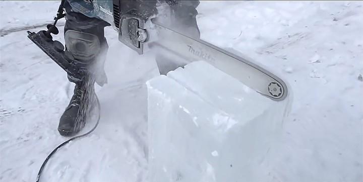 Mercedes-Benz G-Class bằng băng tuyết