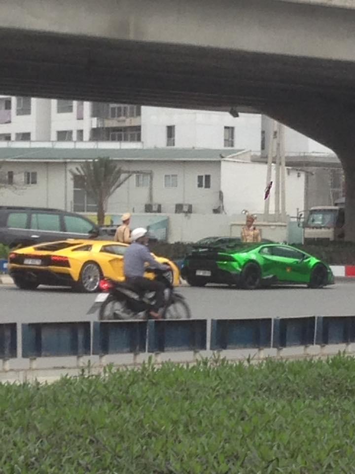 Đoàn siêu xe của hành trình Car & Passion 2018 liên tục bị cảnh sát giao thông Hà Nội