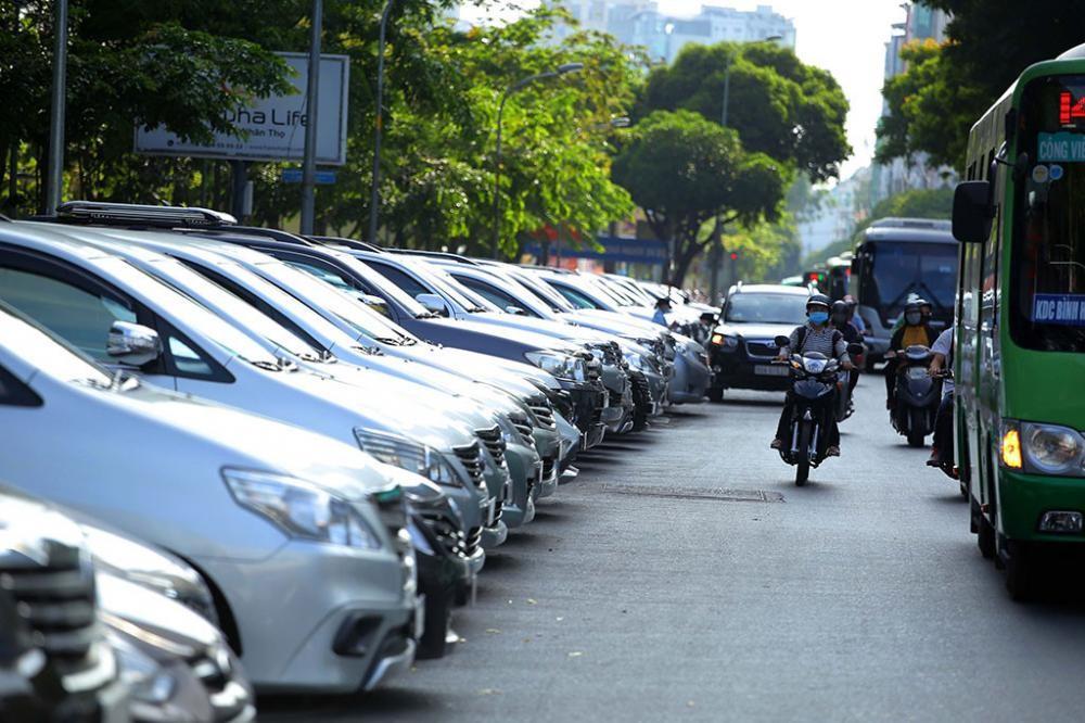 UBND TPHCM thông qua đề án tăng mức thu phí đỗ xe ô tô dưới lòng đường