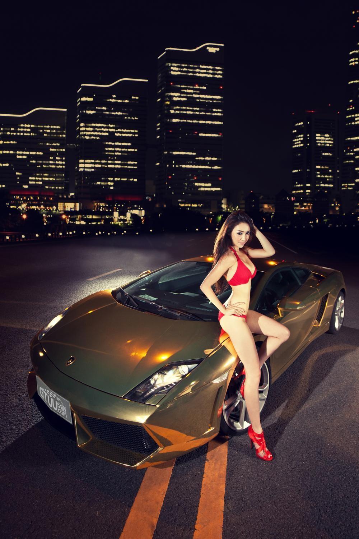 "Người mẫu diện bikini đỏ gợi cảm bên siêu xe Lamborghini Gallardo LP560-4 ""Kim Ngưu"" - 2"