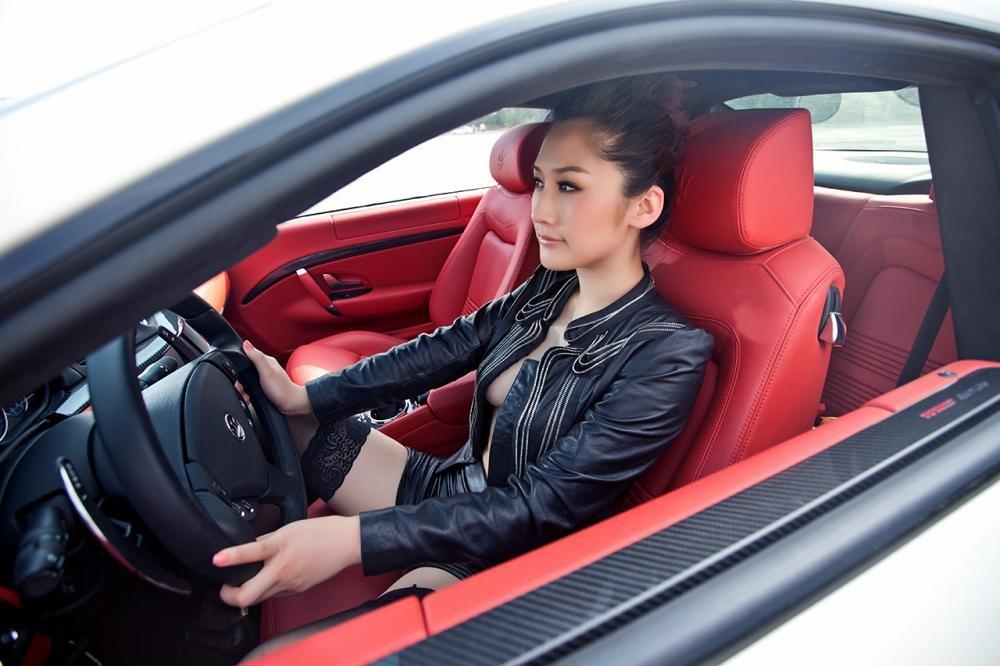 Rửa mắt cuối tuần với người đẹp nuột nà bên chiếc Maserati GranTurismo S - 7