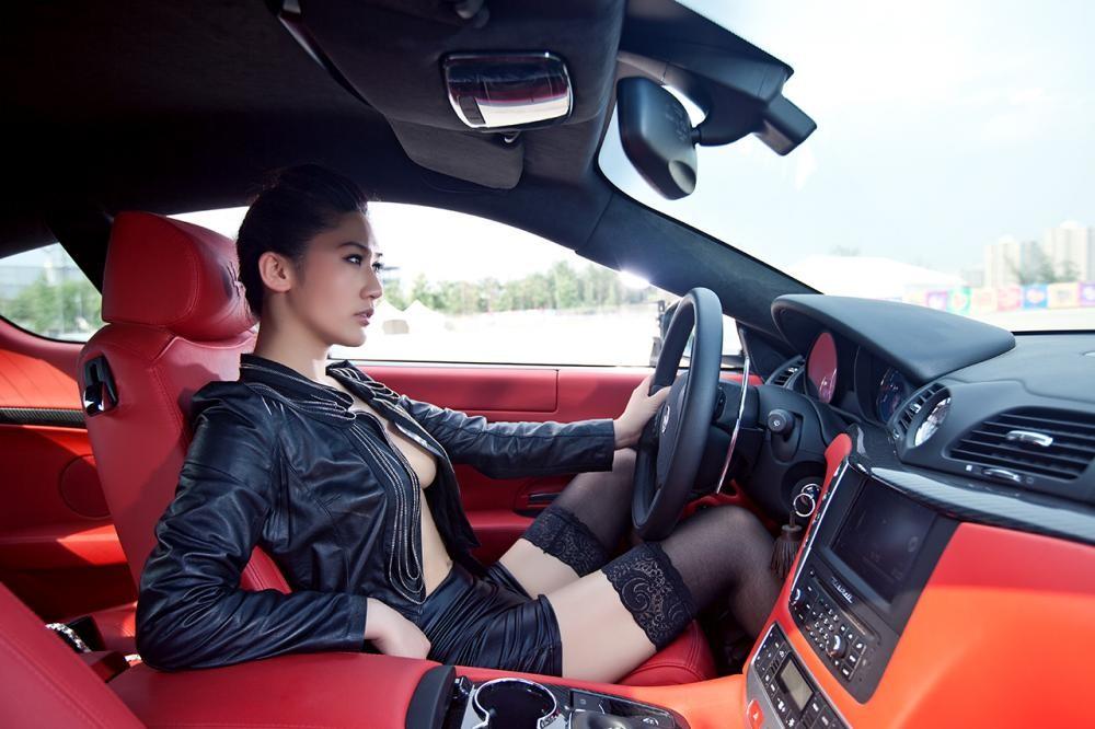 Rửa mắt cuối tuần với người đẹp nuột nà bên chiếc Maserati GranTurismo S - 6