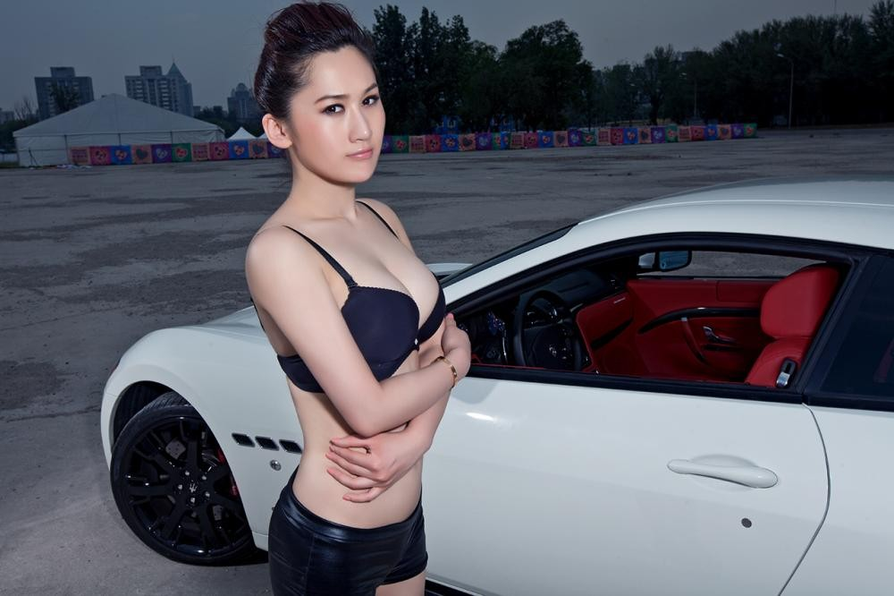 Rửa mắt cuối tuần với người đẹp nuột nà bên chiếc Maserati GranTurismo S - 4