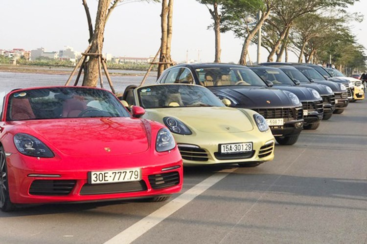 Hà Nội: Xuất hiện 2 ô tô dùng chung 1 biển số đẹp