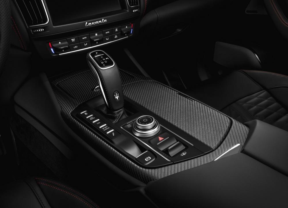Bởi Levante Trofeo tập trung nhất vào hiệu xuất nên công ty đã tạo ra chế độ lái Corsa mới với tính năng điều khiển xuất phát. Maserati nói rằng chế độ này cải thiện phản ứng động cơ và chuyển số trong khi giảm độ cao xe và tăng cường hệ thống treo.