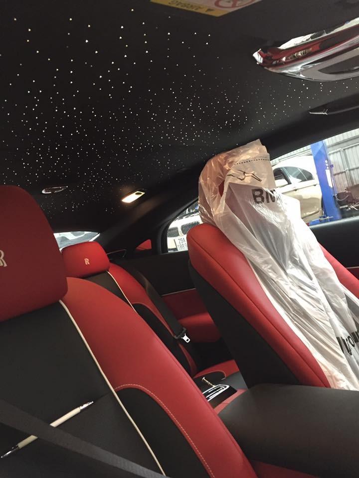 Bầu trời đầy sao Rolls-Royce Wraith phiên bảnBlack Badge.