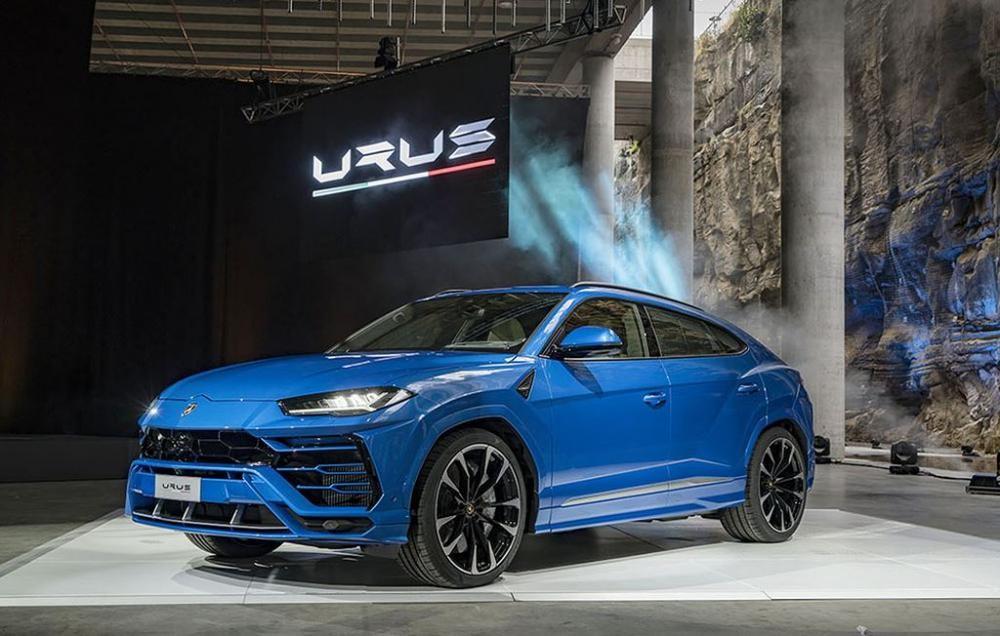 Lamborghini Urus màu xanh dương
