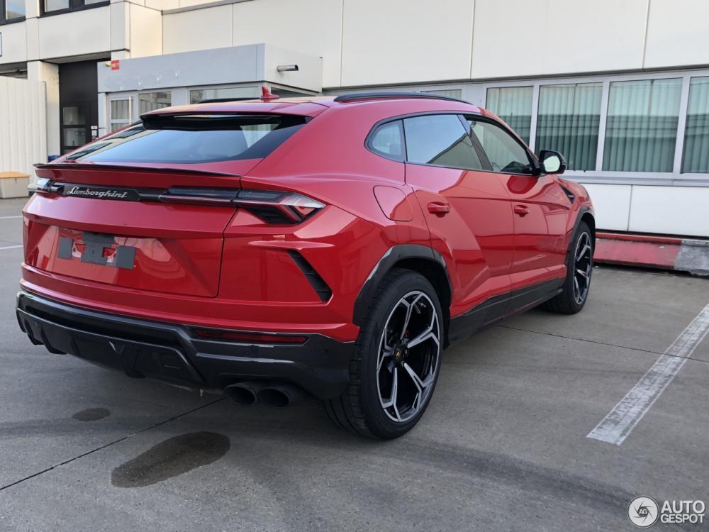 Lamborghini Urus sắp về Việt Nam bị bắt gặp tại đường phố của Đức với màu đỏ