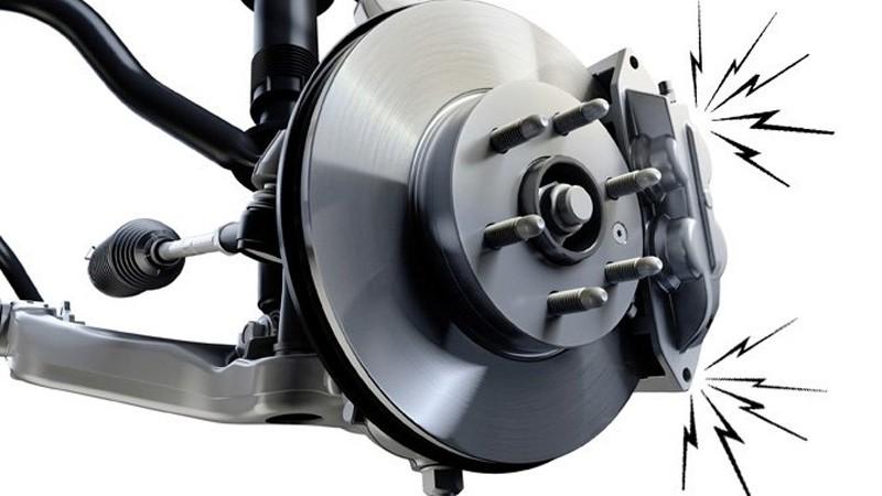 Tiếng lách cách trong động cơ của xe trang bị hệ dẫn động cầu trước