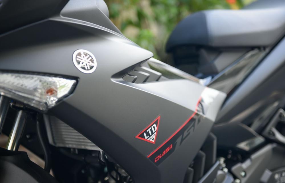 Ốc nhựa ốp hông của xe Yamaha Exicter 150dễ bung