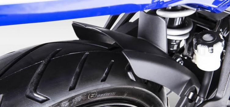 Xe Yamaha Exicter 150 trượt lốp khi vào cua đường ướt