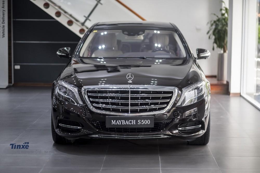 Mercedes-Maybach S500 sở hữu động cơ động cơ V8 4.6L Twinturbo với công suất 455 mã lực và momen xoắn cực đại 700 Nm tại 1.800 - 2.500 vòng/phút