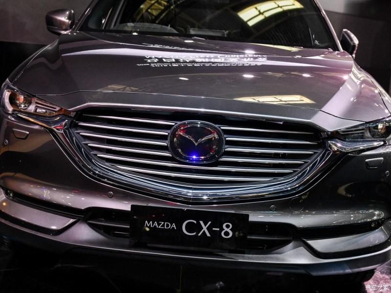 Cận cảnh đầu xe của Mazda CX-8