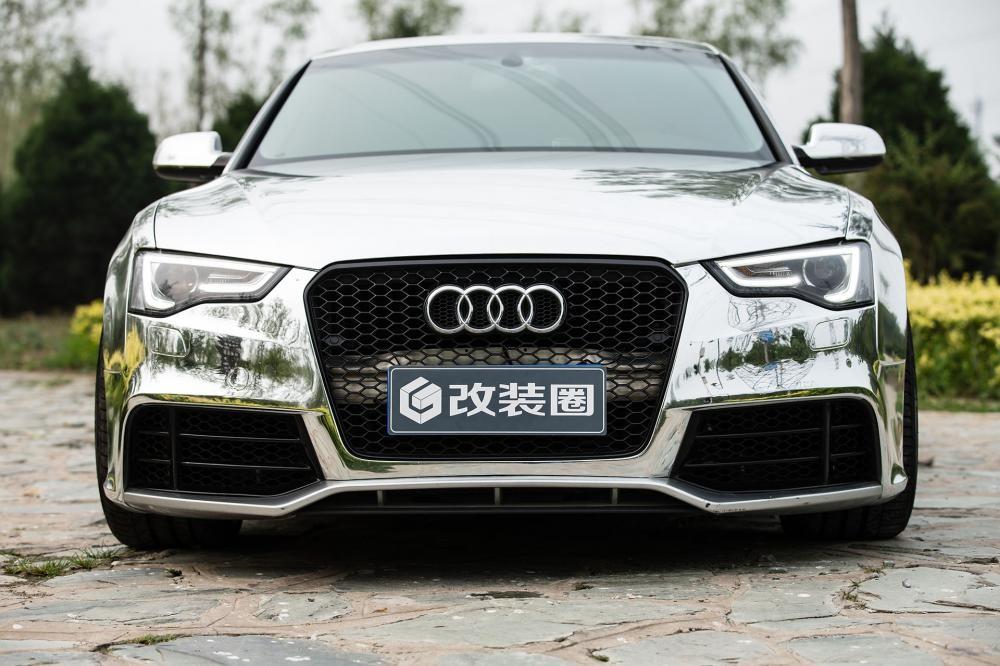 Vương Đóa Đóa tạo dáng đáng yêu, nhí nhảnh bên Audi A5 mạ bạc toàn thân - 12