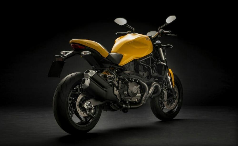 Đuôi xe và ống xả của Ducati Monster 821 có thiết kế mới
