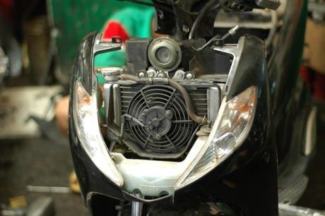 Vị trí két nước và quạt tản nhiệt Honda SH