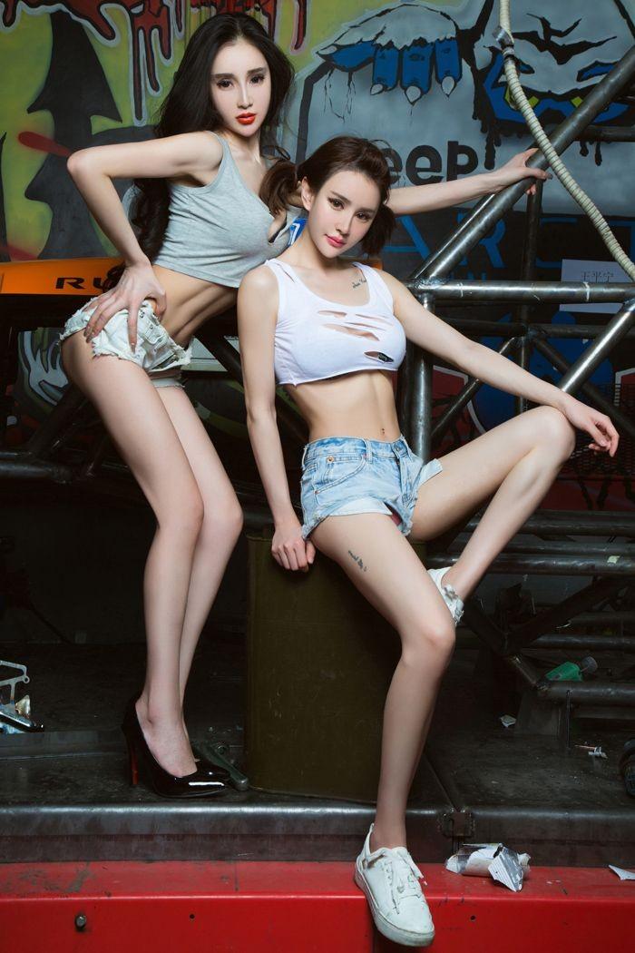 Chảy nước miếng với hai cô thợ sửa xe có thân hình cực nuột nà gợi cảm