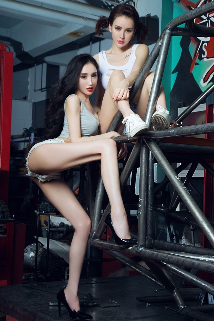 Chảy nước miếng với hai cô thợ sửa xe có thân hình cực nuột nà gợi cảm - 2