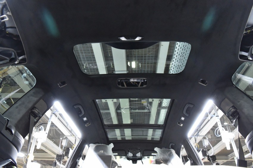 Cửa sổ trời bên trong BMW X7 2019