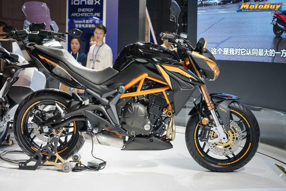 Được ra đời bởi sự kết hợp giữa Kawasaki và Kymco nên chiếc xe mang vóc dáng khá quen thuộc theo ngôn ngữ thiết kế chủ đạo của Kawasaki