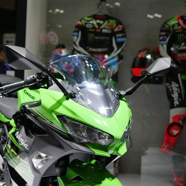 Đèn pha Kawasaki Ninja 400