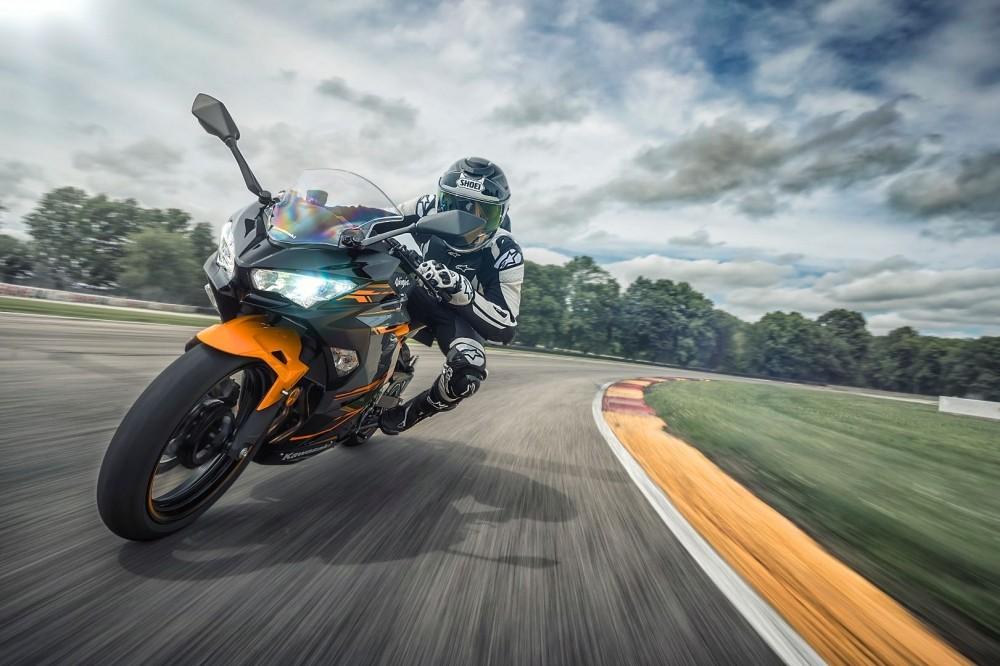 Kawasaki Ninja 400 ABS 2018 với khối động cơ mạnh mẽ