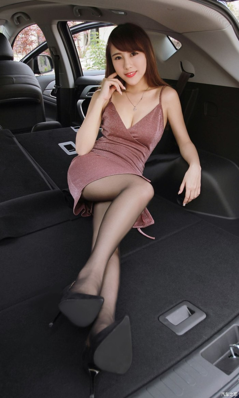 """Tức mắt với bộ ảnh """"vợ nhà người ta"""" tạo dáng xinh đẹp bên Soueast DX7 Prime - 8"""